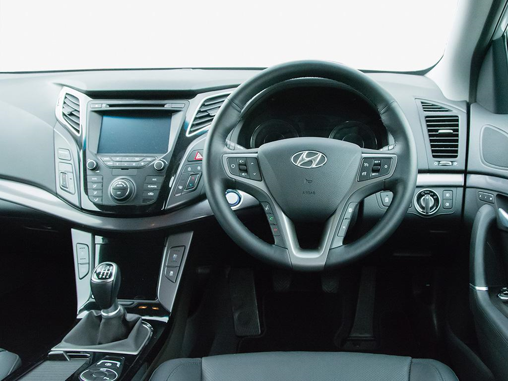 hyundai i40 diesel tourer 1 7 crdi blue drive se nav 5dr amg autolease. Black Bedroom Furniture Sets. Home Design Ideas